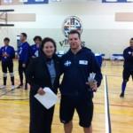 Bruno Haché reçoit le trophée pour meilleur esprit d'équipe lors du Championnat canadien senior de goalball. (2014)