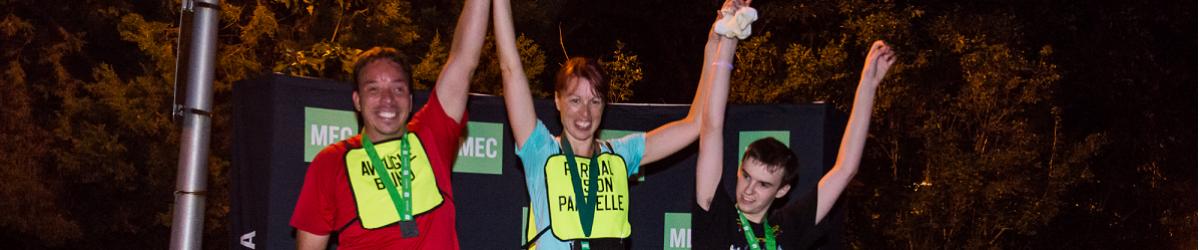 Sur la photo on voit Simon tremblay, Cindy Morin et Tristan Lépine-Lacroix sur le podium lors de la course lumière 2015.