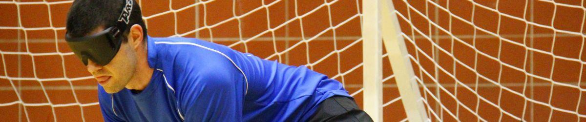 © ASAQ 2016 - Josué Coudé membre de l'équipe québécoise de Goalball, en position défensive lors d'une partie disputée au TIGM 2016.