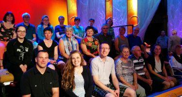 25 bénévoles de l'ASAQ ont participé à l'enregistrement de 4 émissions DEs squelettes dans le placard .