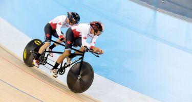 L'athlète en vélo-tandem québécois Daniel Chalifour et son pilote Photo : Cyclisme Canada
