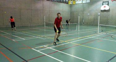 Hugues Leduc fait un lancé au tennis sonore.