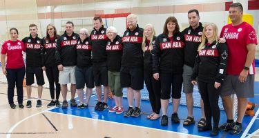 Sur la photo, les athlètes de Goalball qui représenteront le Canada aux Jeux Paralympiques de Rio accompagnés de leurs entraîneurs.