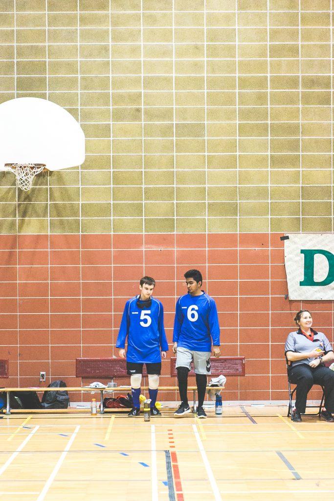 Photo. Les athlètes Tristan Lépine-Lacroix et Rakibul Karim s'échauffent. Crédit photo: Merryl B. Photographe