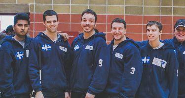 Photo de l'équipe masculine du Québec. De gauche à droite: Lydia Beaulieu (assistante), Rakibul Karim, Josué Coudé, Simon Tremblay, Bruno Haché, Tristan Lépine-Lacroix, Nancy Morin, Nathalie Séguin (entraîneure).