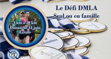 Photo d'une pile de médailles avec Le défi DMLA, seul ou en famille inscrit.