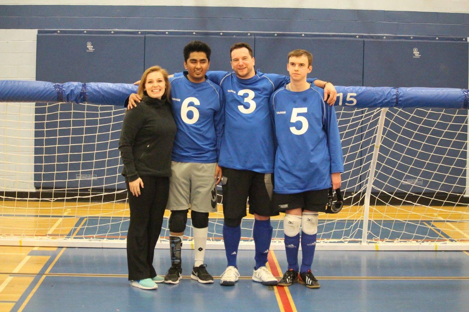 L'équipe masculine québécoise au championnat de l'est du Canada, catégorie élite. De gauche à droite: Lydia Beaulieu, assistante-entraîneure, Rakibul Karim, Bruno Haché et Tristan Lépine-Lacroix.