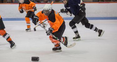 Joueur de hockey sonore sur glace s'apprêtant à lancer. Crédit photo: Jean-François Hamelin.