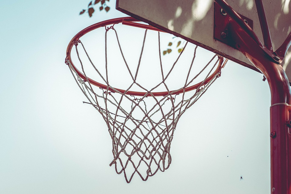 photo d'un panier de basketball.