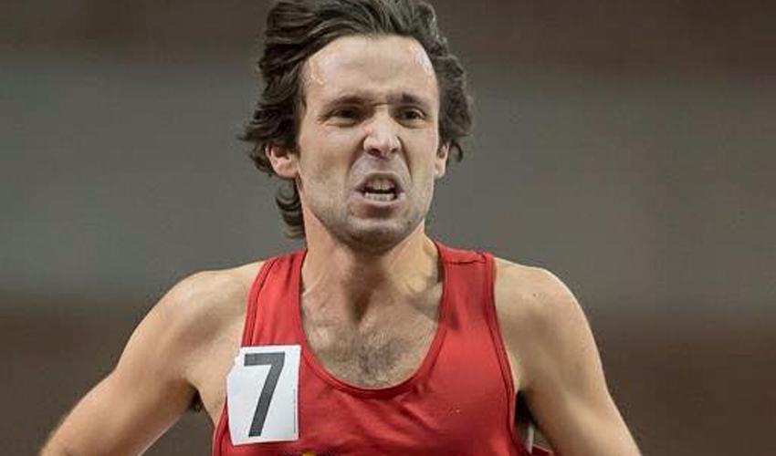 Photo de Guillaume Ouellet en gros plan en train de courir.