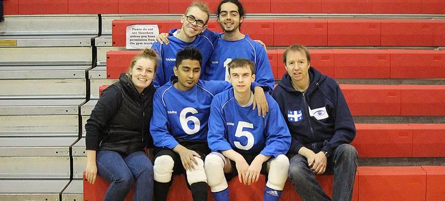 Jean-Michel Lacroix, Lydia Beaulieu et 4 membres de l'équipe de goalball