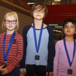 Les joueuses de Québec posent avec leurs médailles noires (5e)