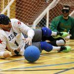 Joueur de l'équipe USA arrête le ballon.