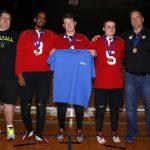 Photo de groupe équipe de l'Alberta avec leur médailles d'or.