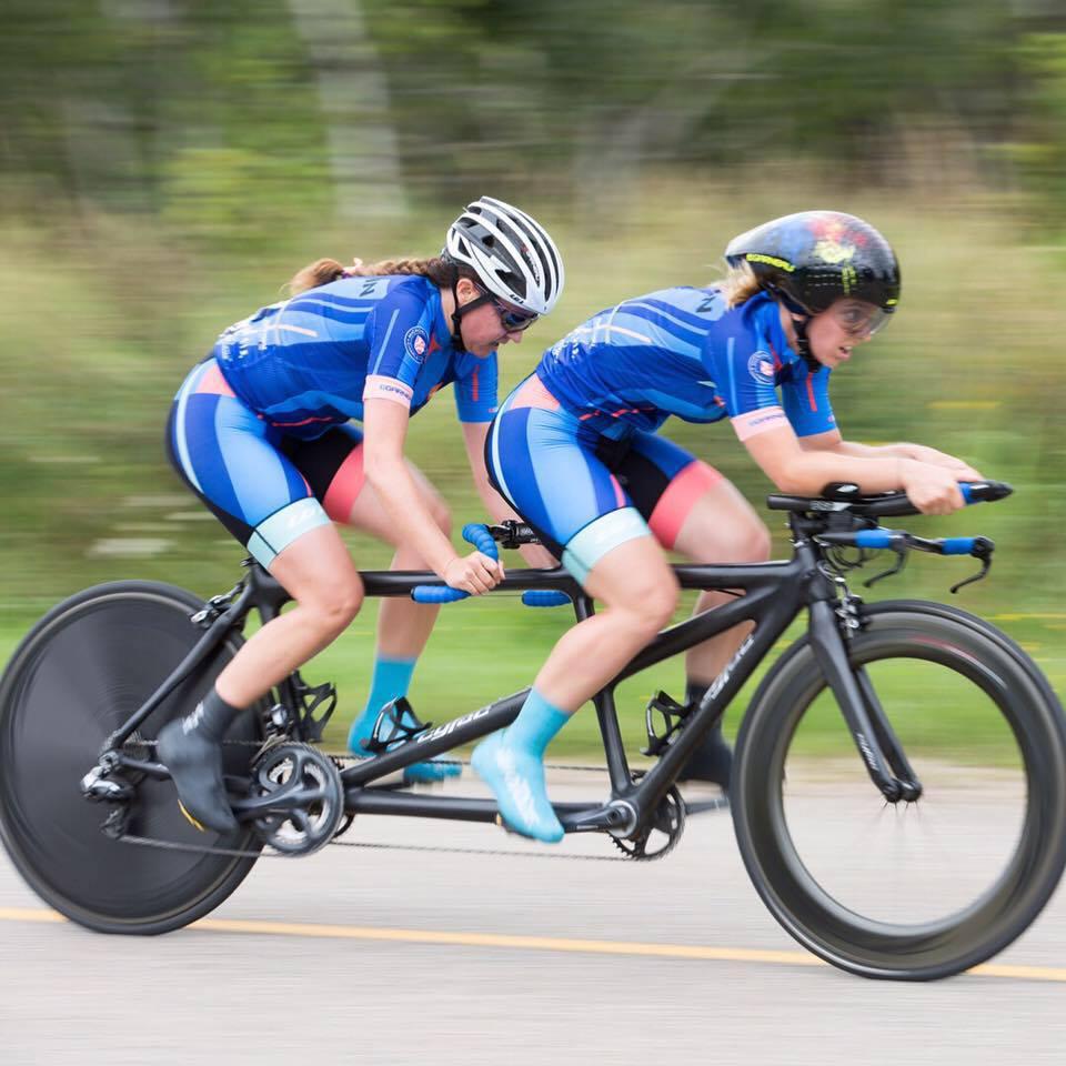 Annie Bouchard et sa pilote Evelyne Gagnon en pleine course. Crédit photo : Daniel Beaudoin.