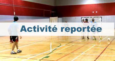 Activité reportée - Des joueurs sur le terrain dans une partie de cécifoot.