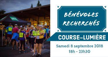Bandeau - Bénévoles recherchés - Course Lumière 2018, avec photo des coureurs avant le départ pour la Course-Lumière 2016, devant le chalet du Parc Maisonneuve.