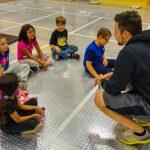 13. MTL Ini - 22 sept - Retour sur l'activité - Thierry s'assure que les enfants se souviennent des termes appris pendant la séance.