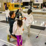 3. MTL Ini - 22 sept - Rym et Sofia apprenent à bloquer avec Thierry, l'instructeur d'escrime.