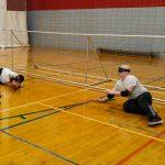 4. Le goalball est un sport d'équipe où il y a trois joueurs sur le terrain. Lors de cette pratique Hamza et Jonathan défendent le but à deux.