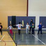 4. Photo de groupe. On se prépare pour le prochain échauffement en prenant un bras de distance entre les participants.