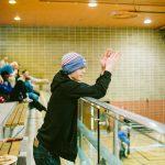 TIGM2019-Un spectateur applaudit debout dans les gradins.