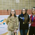 Nathalie Chartrand, DG de l'ASAQ et Emma Reinke (All Blacks) et Maryam Salehizadeh (Colombie-Britannique) meilleures buteuses de la compétition chez les femmes.