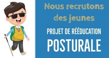 Bandeau - Image cartoon d'un jeune aveugle avec une canne blanche, accompagnée du texte: Nous recrutons des jeunes - Projet de rééducation posturale