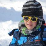 24. Du sport pour moi! – Hiver 2019 - Raquette. Yacine avec ses lunettes de soleil.