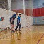 Yan, Hugues et Dany s'apprêtent à courir durant l'échauffement, à la demande de l'instructrice.