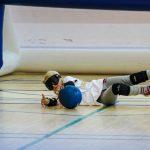 10. Tournoi de mini-goalball Mars 2019 - Madeleine étendue sur le côté pour arrêter le ballon.