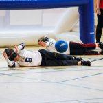 16. Tournoi de mini-goalball Mars 2019 - Julien et Maxence sont allongés pour arrêter le ballon qui arrive.