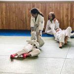 Du sport pour moi! Montréal - Judo. C'est au tour de Sarah de tirer sa soeur Rym.