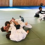 Du sport pour moi! Montréal - Judo. Papa qui est en train de perdre contre Edgar et Sofia.