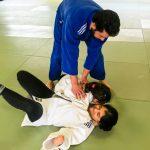 Du sport pour moi! Montréal - Judo. Sarah et Alexandra en combat et Vincent qui aide Sarah.