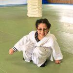 Du sport pour moi! Montréal - Judo. Sarah qui traverse en canard en souriant.