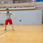 Tennis sonore 24 avril 2019. Danny se prépare à frapper de nouveau la balle vers le mur.
