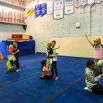 """Programme Du sport pour moi! Printemps 2019 - Cheerleading. Capitale-Nationale. Les jeunes divisés en 3 groupes de 3, pour faire un mouvement de ''stund""""."""