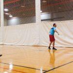 Tennis sonore 24 avril 2019. Yan et Hugues s'entraînent contre le mur - vue de face.