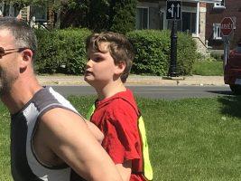 Défi DMLA 2019. Ludovic qui court avec son son père (guide).