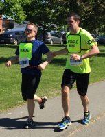 Défi DMLA 2019. Martin et Josué court les derniers mètres du parcours.
