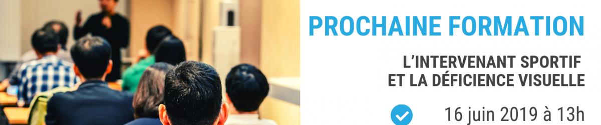 Image d'un groupe de personnes dans une salle en train de suivre une formation. Texte: Prochaine formation: L'intervenant sportif et la déficience visuelle. 16 juin 2019 à 13h Au IRDPQ / Québec.