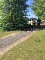 Défi DMLA 2019. Raki et sa guide Patricia ont la tête tourné vers le fleuve pendant leur course.
