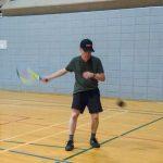 Tennis sonore ASAQ Printemps 2019. Alain s'entraîne contre le mur.