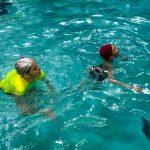 Programme Du sport pour moi! Printemps 2019 - Natation. Capitale-Nationale - Printemps 2019. Madeleine et Lou-Félix nage surplace.