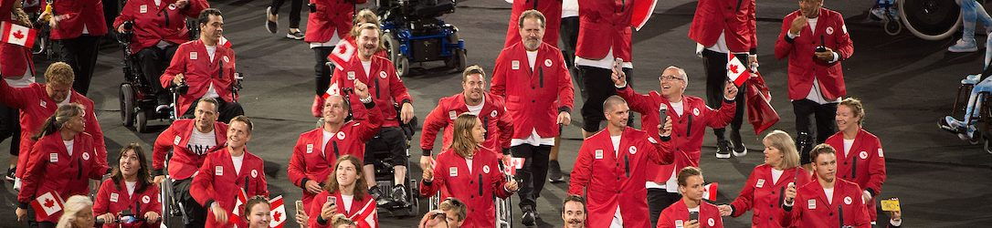 RIO DE JANEIRO - 7/9/2016: Équipe Canada entre dans le stade lors des cérémonies d'ouverture à Maracana aux Jeux paralympiques de Rio 2016. (Photo de Matthew Murnaghan / Comité paralympique canadien.